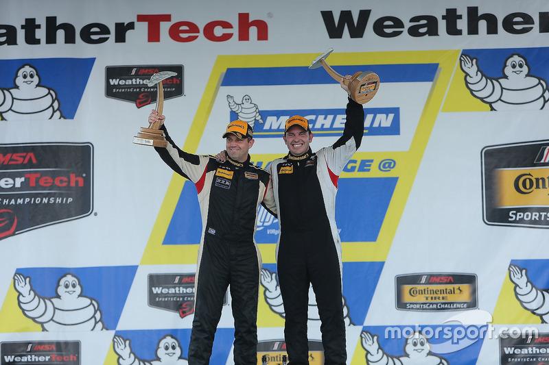 I vincitori della classe ST #93 HART Honda Civic Si: Chad Gilsinger, Ryan Eversley