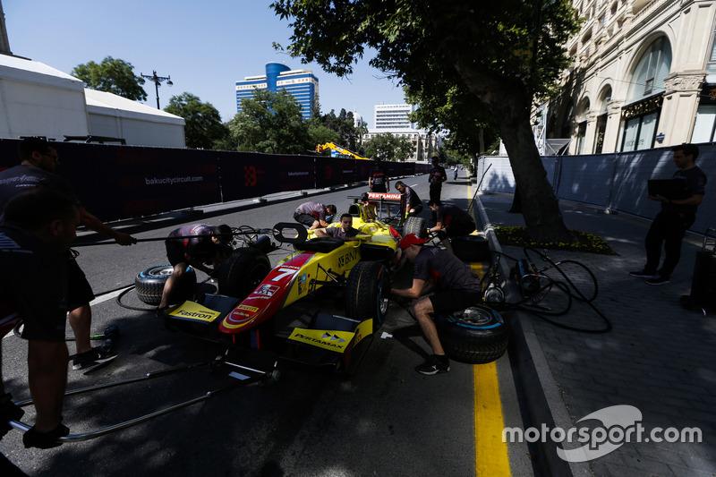 Pertamina Campos Racing practica un pitstop