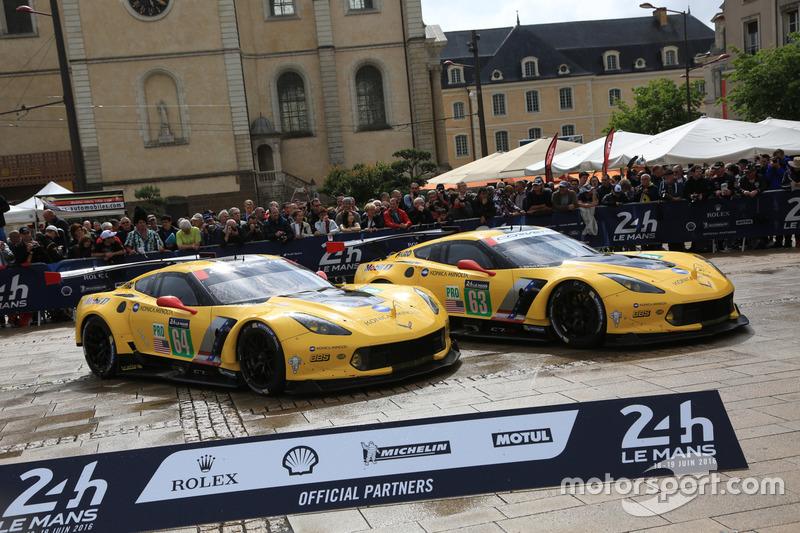 #63 Corvette Racing - GM Chevrolet Corvette C7-R і #64 Corvette Racing - GM Chevrolet Corvette C7-R