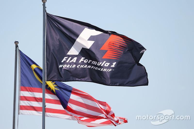 Flaggen im Fahrerlager