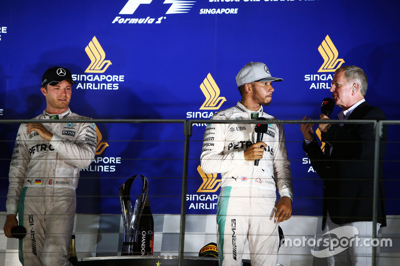(L to R): Nico Rosberg, Mercedes AMG F1 with Lewis Hamilton, Mercedes AMG F1 and Martin Brundle, Sky Sports Commentator on the podium
