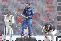 GT podium: pemenang Ryan Eversley, RealTime Racing, peringkat kedua Adderly Fong, Bentley Team Absol