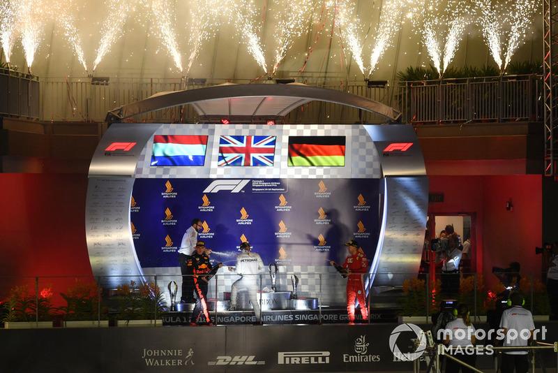 Podio: segundo lugar Max Verstappen, Red Bull Racing, ganador de la carrera Lewis Hamilton, Mercedes AMG F1