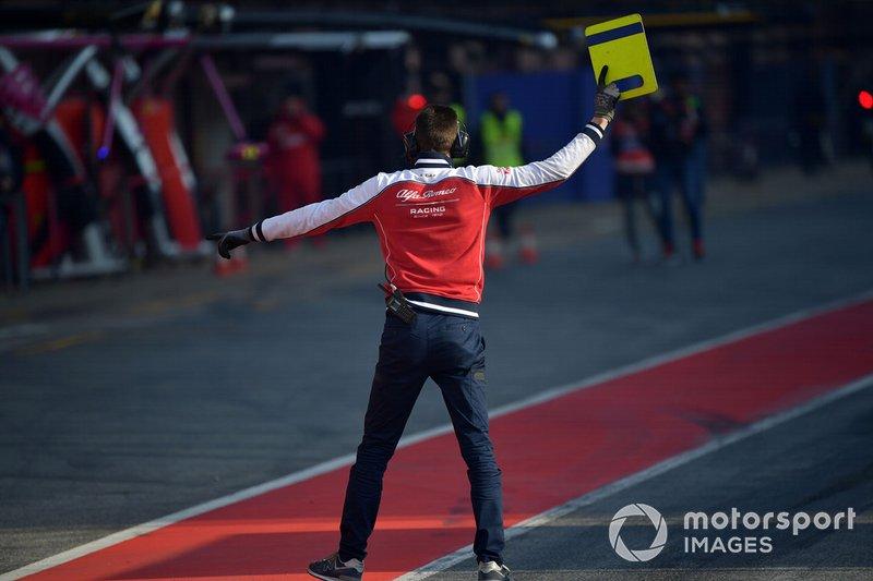 Alfa Romeo Racing mechanic in pit lane