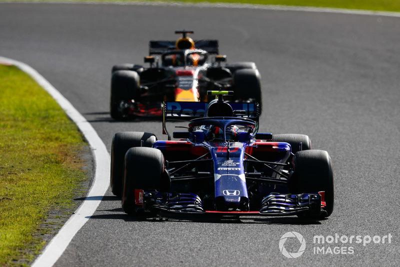 Pierre Gasly, Scuderia Toro Rosso STR13, y Daniel Ricciardo, Red Bull Racing RB14