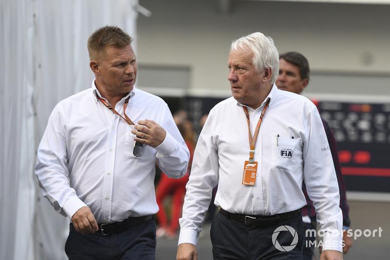 Mika Salo ve Charlie Whiting, FIA Delegesi