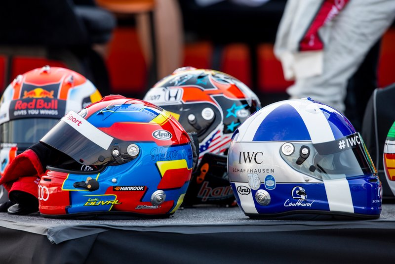 Cascos de Loic Duval y David Coulthard