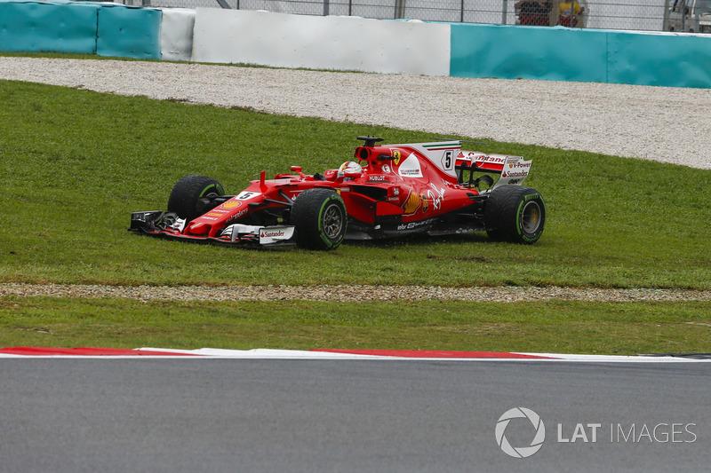 Sebastian Vettel, Ferrari SF70H runs wide