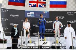 Podium: Race winner Alex Lynn, DAMS; second place Johnny Cecotto Jr., Rapax; third place Sergey Sirotkin, ART Grand Prix