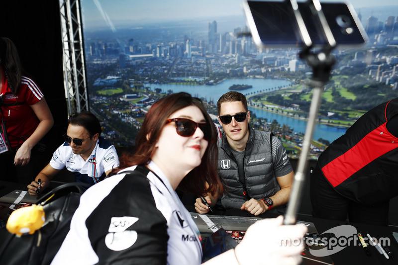Stoffel Vandoorne, McLaren, mit Fan
