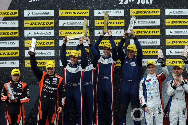 P2 Podio: Ganadores de la carrera #32 United Autosports, Ligier JSP217 - Gibson: William Owen, Hugo de Sadeleer, Filipe Albuquerque