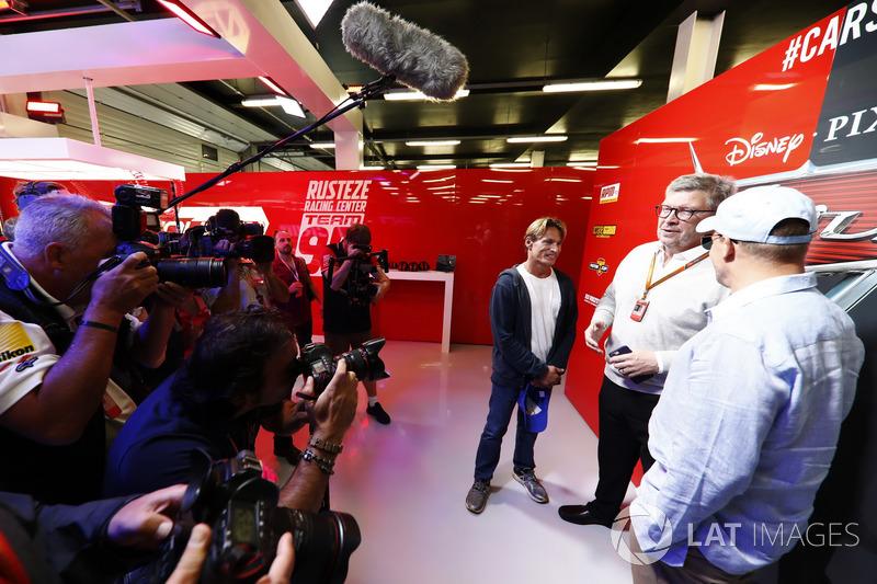 Оуен Вілсон, головний конструктор Mercedes AMG F1, Джон Оуен, Вудді Харрелсон. спортивний директор Ф Росс Браун