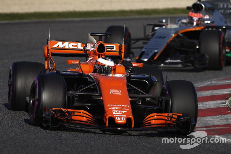 Стоффель Вандорн, McLaren MCL32, и Эстебан Окон, Force India VJM10