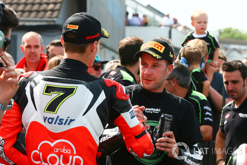 Third place Chaz Davies, Ducati Team, race winner Jonathan Rea, Kawasaki Racing shake hands