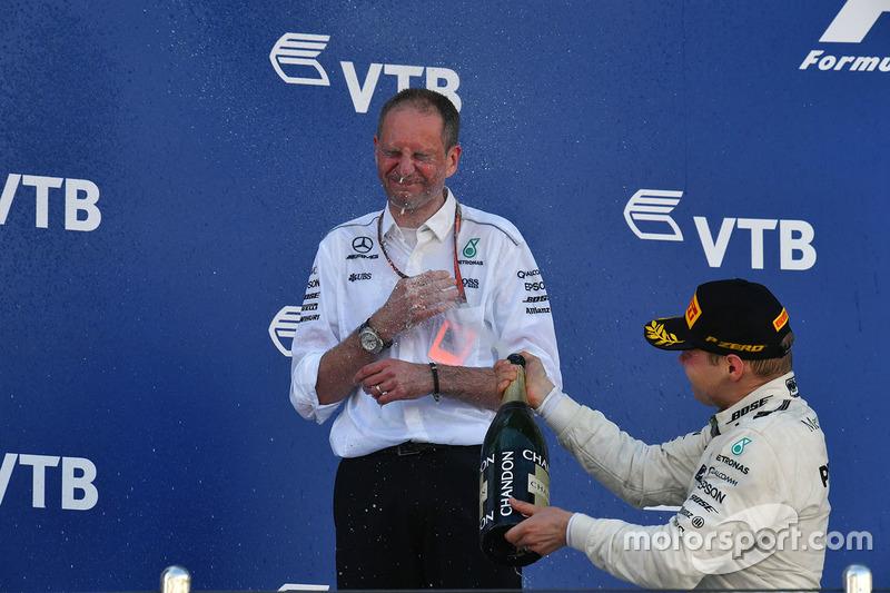 Tony Ross, Mercedes AMG F1 Race Engineer, Valtteri Bottas, Mercedes AMG F1