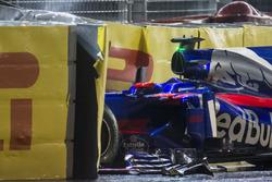 Unfallauto von Daniil Kvyat Scuderia Toro Rosso STR12
