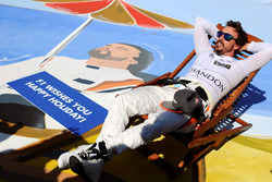 Fernando Alonso, McLaren on a deck chair