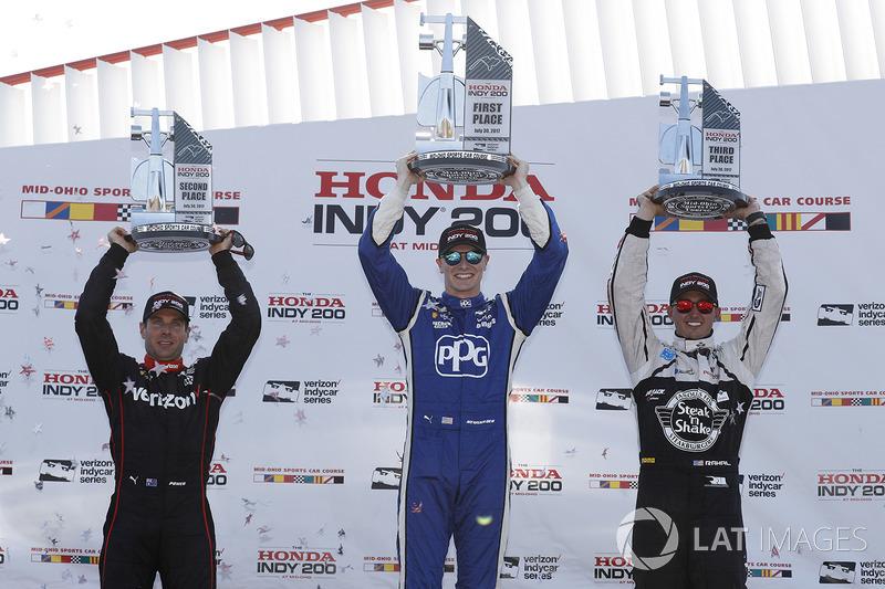 Podio: ganador de la carrera Josef Newgarden, Team Penske Chevrolet, segundo lugar Will Power, Team Penske Chevrolet, tercer lugar Graham Rahal, Rahal Letterman Lanigan Racing Honda