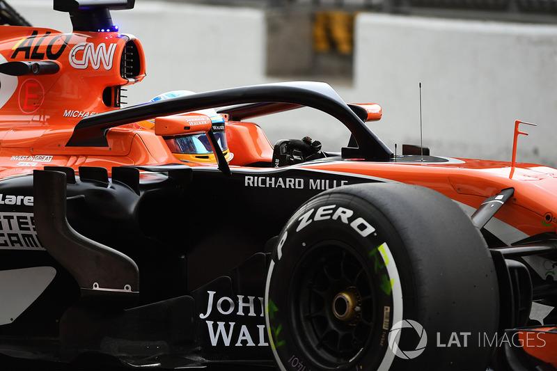 Fernando Alonso, McLaren MCL32, con el halo