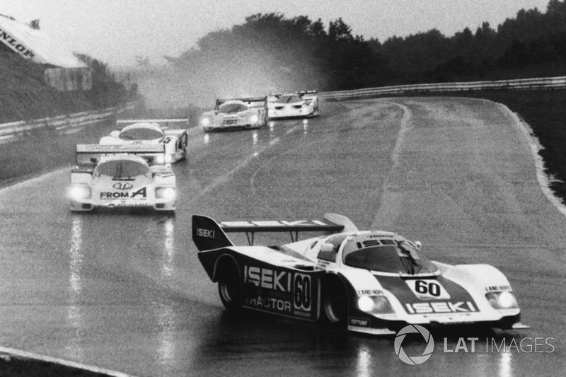 Porsche 956 memimpin Fuji 1000km 1985