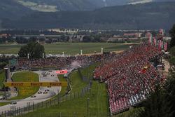 Valtteri Bottas, Mercedes AMG F1 W08, Max Verstappen, Red Bull Racing RB13 y Fernando Alonso, McLaren MCL32