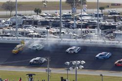 Crash: Chris Buescher, Front Row Motorsports Ford en Matt DiBenedetto, BK Racing Toyota