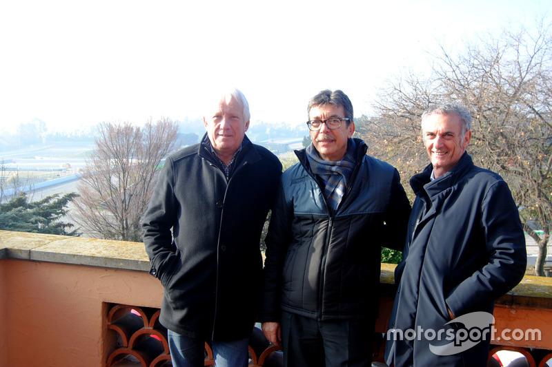 Charlie Whiting, director de carrera de la F1, Aman Barfull, responsable del Circuit y Franco Uncini, responsable de seguridad de la FIM