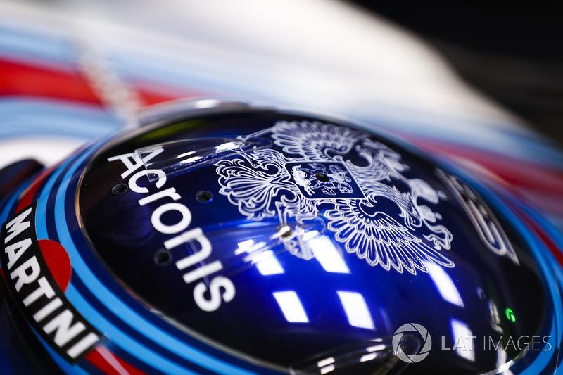 Шлем гонщика Williams Сергея Сироткина