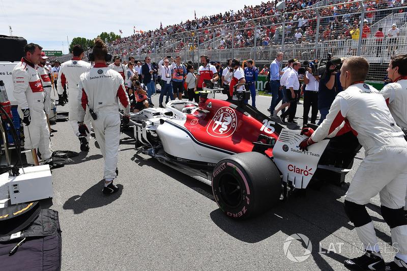Charles Leclerc, Sauber C37, in griglia
