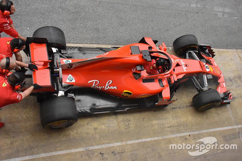 Ferrari SF71H con los espejos sobre el Halo