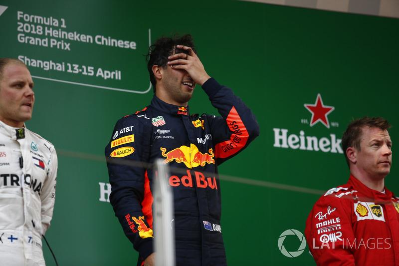 Daniel Ricciardo, Red Bull Racing, Valtteri Bottas, Mercedes-AMG F1, y Kimi Raikkonen, Ferrari