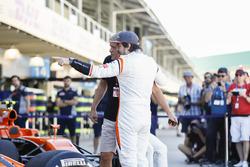 LAT Photographer Steven Tee with Fernando Alonso, McLaren