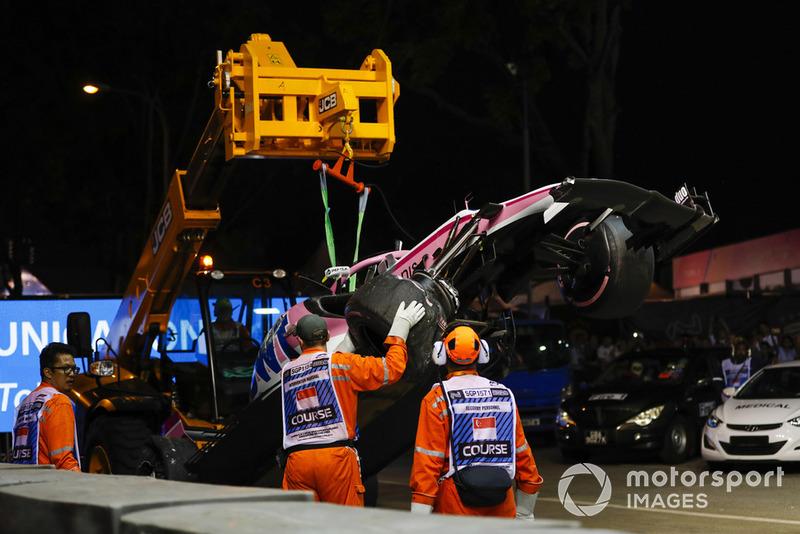Accidente de Esteban Ocon, Racing Point Force India VJM11, tras tocarse con Pérez
