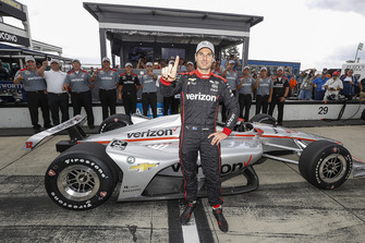 Will Power, Team Penske Chevrolet celebrates winning the Verizon P1 Pole Award
