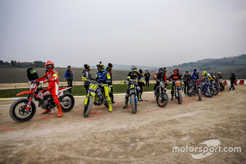 MOTO GP 2019 COMPÉTITIONS - Page 2 Valentino-rossi-and-participan-1