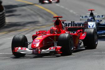 Michael Schumacher, Ferrari F2004 lidera a Juan Pablo Montoya, Williams BMW FW26