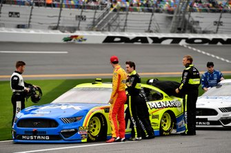 Joey Logano, Team Penske, Ford Mustang Shell Pennzoil, Ryan Blaney, Team Penske, Ford Mustang Menards/Peak
