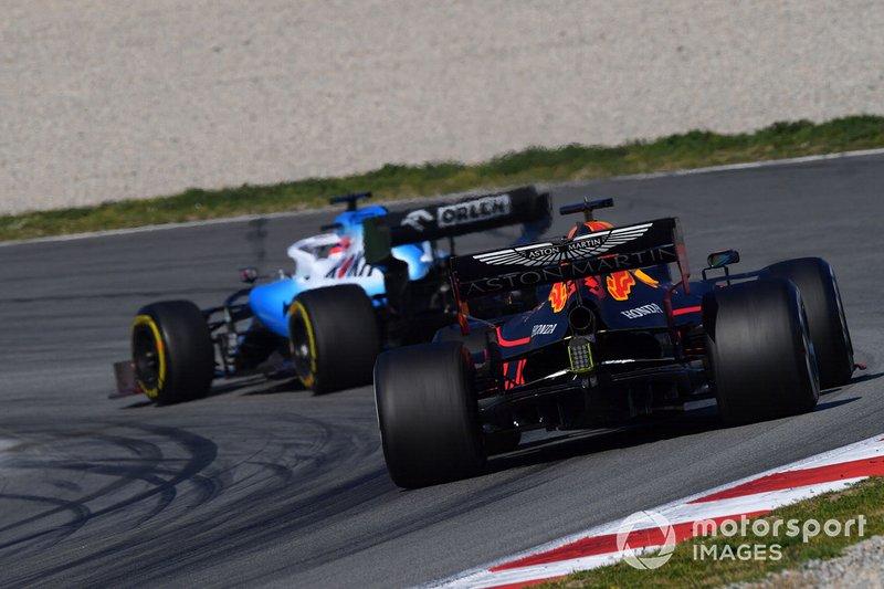Макс Ферстаппен, Red Bull Racing RB15 позаду Роберта Кубіци, Williams FW42