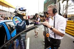 Rob Huff, Chevrolet Cruze con Eric Nève, jefe de Motorsport, Chevrolet