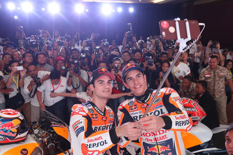 Marc Marquez, Repsol Honda Team, Dani Pedrosa, Repsol Honda Team, selfie con i media