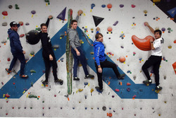Augusto Farfus, Bruno Spengler Philipp Eng y Marco Wittmann en la pared de escalada