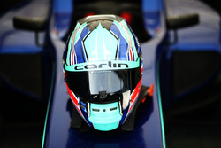 Le casque de Billy Monger, Carlin