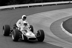 Denny Hulme. Brabham-Repco BT24, mit Jack Brabham, Brabham