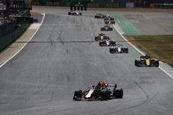 Daniel Ricciardo, Red Bull Racing RB14, leads Nico Hulkenberg, Renault Sport F1 Team R.S. 18, and Charles Leclerc, Sauber C37