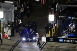 #10 Wayne Taylor Racing Cadillac DPi: Jordan Taylor, Renger Van Der Zande, Ryan Hunter-Reay richting