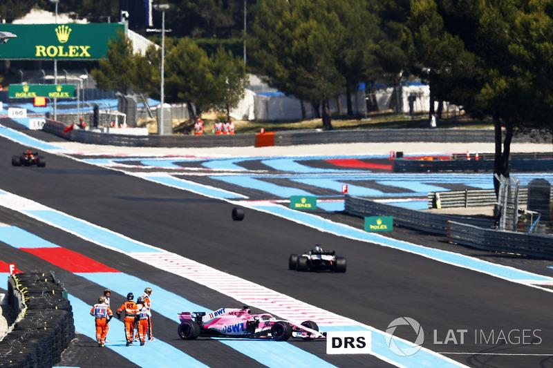 Sergio Perez, Force India VJM11, perd une roue et part en tête-à-queue