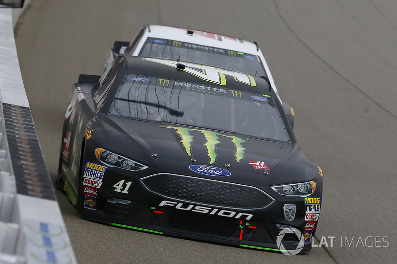 Kurt Busch, Stewart-Haas Racing, Ford Fusion Monster Energy / Haas Automation e Kevin Harvick, Stewart-Haas Racing, Ford Fusion Jimmy John's