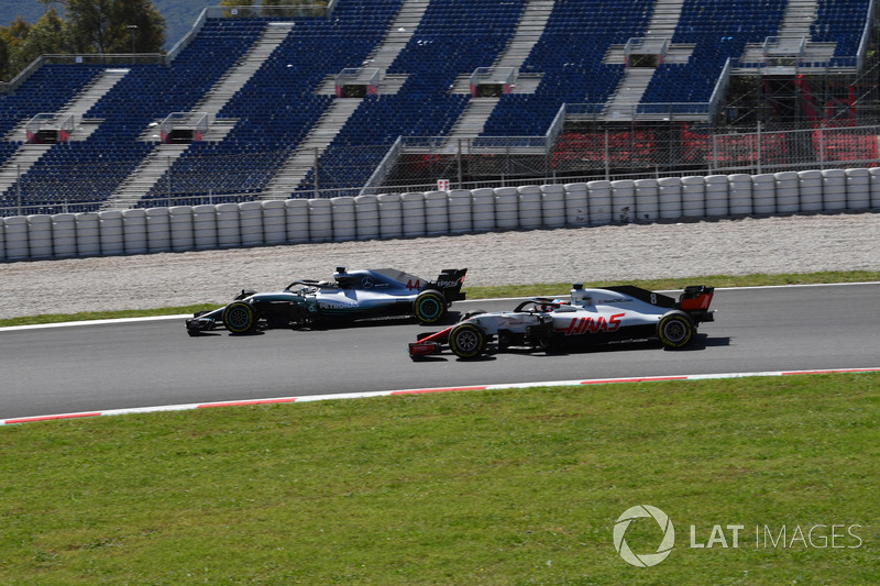 Lewis Hamilton, Mercedes-AMG F1 W09 ve Romain Grosjean, Haas F1 Team VF-18