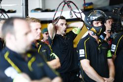 Il team di Jean-Eric Vergne, Techeetah, nel garage