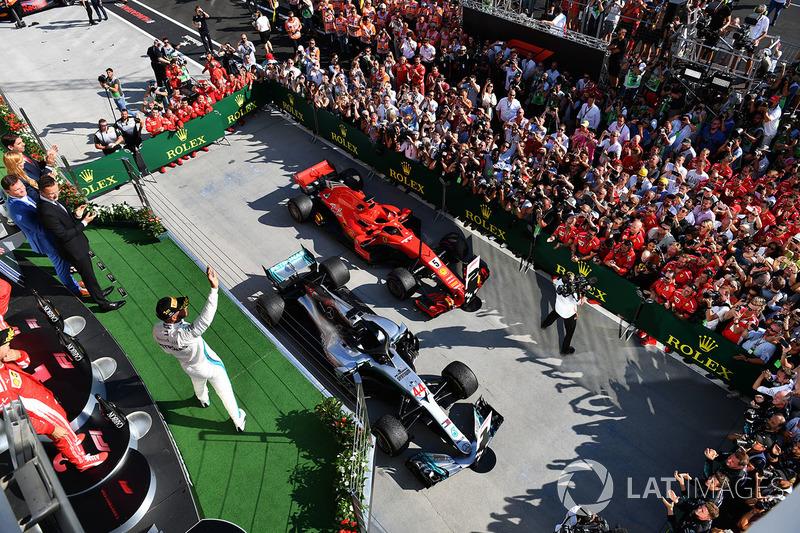 По количеству побед в Ф1 Mercedes сравнялась с Lotus (считая исторический период и «возрождение» под этим названием в 2010 году) – у них по 81 победе